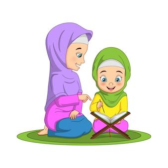 Moslimvrouw die zijn dochter de koran leert lezen