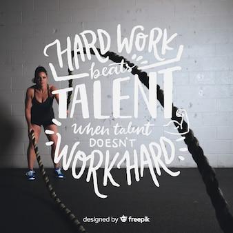 Motiverende sport belettering achtergrond met afbeelding