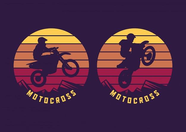Motocross jump silhouet met zonsondergang retro illustratie