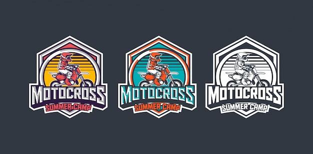 Motorcross zomerkamp voor kinderen premium vintage badge logo ontwerpsjabloon pack