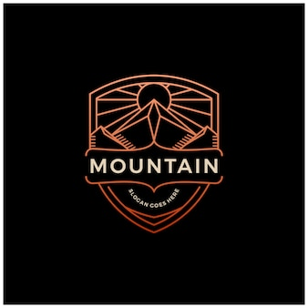 Mountain + shield logo badge embleem vintage lijn overzicht monoline design