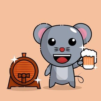Muis die bier drinkt en naast het biervat staat