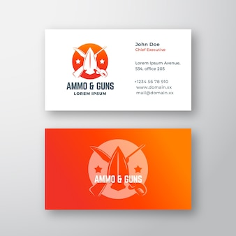 Munitie en geweren abstract vector logo en visitekaartje sjabloon gekruist geweer zwaard en pijlkop si...
