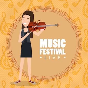 Muziekfestival live met vrouw viool spelen