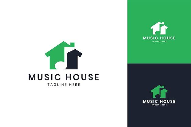 Muziekhuis negatief ruimtelogo-ontwerp