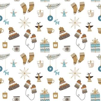 Naadloos kerstpatroon met decoratieve ornamenten, sokken, wanten en hoeden