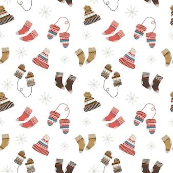 Naadloos kerstpatroon met knusse en warme sokken, mutsen en wanten