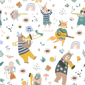 Naadloos kinderachtig patroon met cartoon vos beer wasbeer lieveheersbeestje konijntje muis