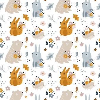 Naadloos kinderachtig patroon met schattige bosdieren voor pasgeboren jongen of meisje