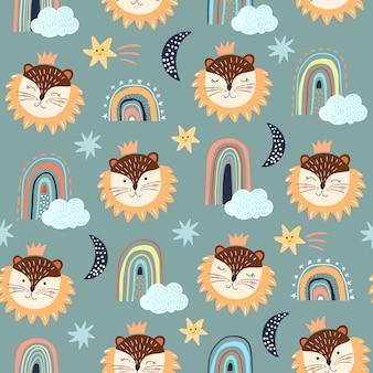 Naadloos patroon dat met kinderachtige, verschillende elementen, leeuw, regenbogen en wolken, witte achtergronden wordt geplaatst