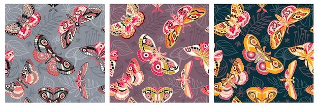 Naadloos patroon dat nachtvlinders, vlinders vliegt. kleur vlinder, mot, bloemenelementen, getrokken hand.