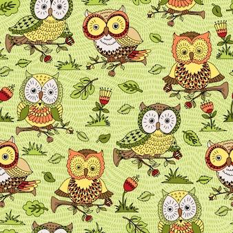 Naadloos patroon met bloemen en uilen