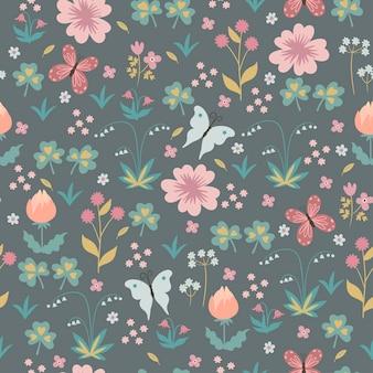 Naadloos patroon met bloemen en vlinders