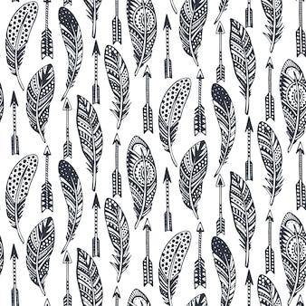 Naadloos patroon met hand getrokken sierlijke tribal zwarte veren en pijlen.