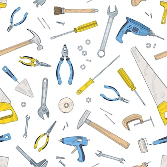 Naadloos patroon met handmatige en aangedreven gereedschappen voor huisreparatie en onderhoud. achtergrond met apparatuur voor handwerk verspreid op een witte achtergrond. realistische vectorillustratie voor inpakpapier. Premium Vector