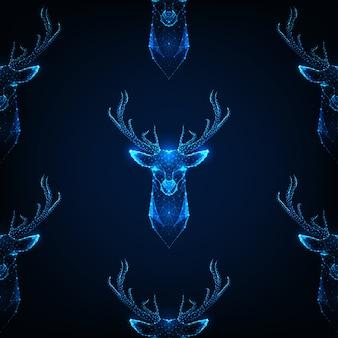 Naadloos patroon met hertenhoofd met geweitakken op donkerblauwe kleur.