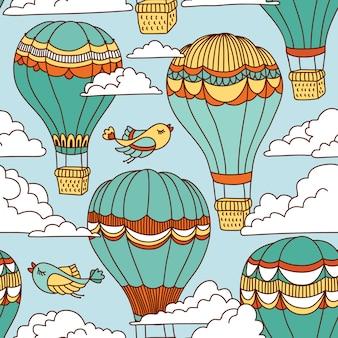 Naadloos patroon met hete luchtballons, vogels en wolken.