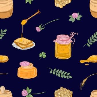 Naadloos patroon met honing, lepel, sneetjes brood, honingraat, klaver, pot en vat op blauw