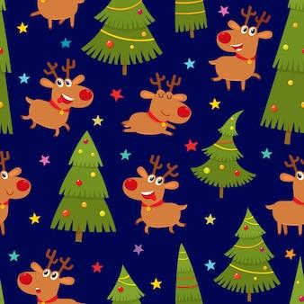 Naadloos patroon met leuke cartoonrendieren en kerstboom