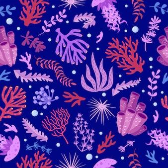 Naadloos patroon met mariene fauna koralen kwallen zeeanemonen zeewier zee-egel bubbels