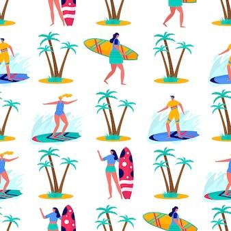 Naadloos patroon met mensen die surfen in strandkleding met surfplanken. jonge vrouwen en mannen genieten van vakantie aan zee, oceaan. zomersporten en vrijetijdsactiviteiten in de buitenlucht. platte vector