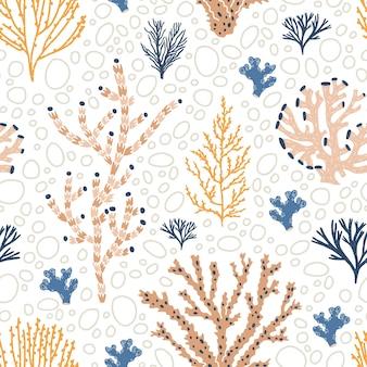Naadloos patroon met oranje en blauwe koralen