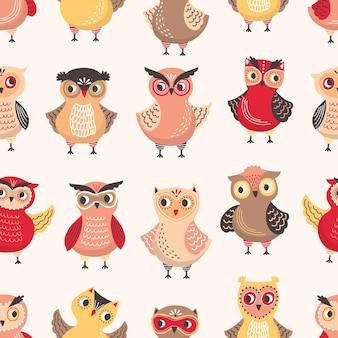 Naadloos patroon met schattige uilen