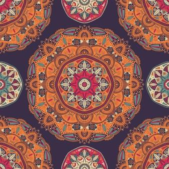 Naadloos patroon met sier bloemen etnische mandalas