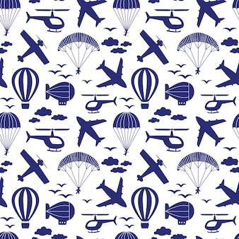 Naadloos patroon met vliegtuigen, helikopter, parachute, ballon, luchtschip in de wolken