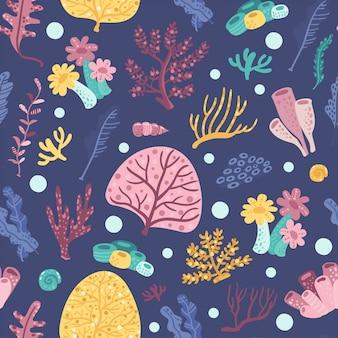 Naadloos patroon met zeewieren en koralen