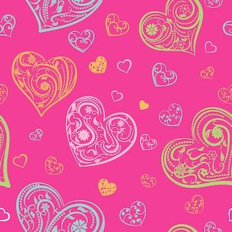 Naadloos patroon van grote en kleine harten met ornament van krullen, bloemen en bladeren, veelkleurig op roze