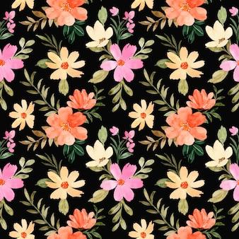 Naadloos patroon van oranjegele bloemwaterverf met zwarte achtergrond
