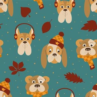 Naadloos patroon van schattige honden met warme herfstaccessoires op de groene achtergrond.