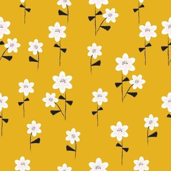 Naadloos schattig hand getrokken bloemenpatroon