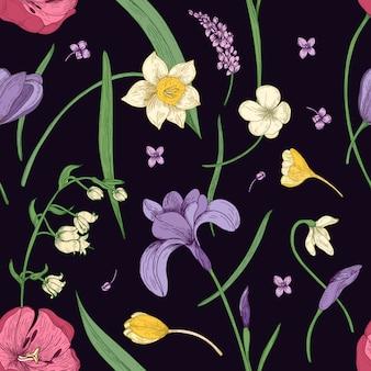 Naadloze bloemmotief met prachtige bloeiende lentebloemen hand getrokken in antieke stijl op zwarte achtergrond. botanische illustratie voor textieldruk, behang, inpakpapier, achtergrond.