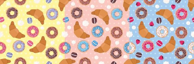 Naadloze patronen met snoepjes: cupcakes, schuimgebakjes, bitterkoekjes, aardbeien, croissants.