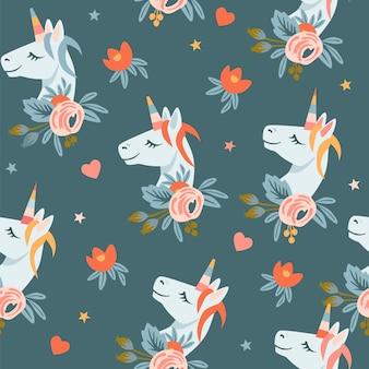 Naadloze patroon met eenhoorns hoofden bloemen en hoofden