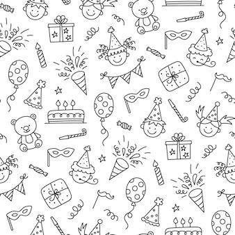 Naadloze patroon met happy birthday doodles. schets van feestdecoratie, grappig lachend kindergezicht, geschenkdoos en schattige cake