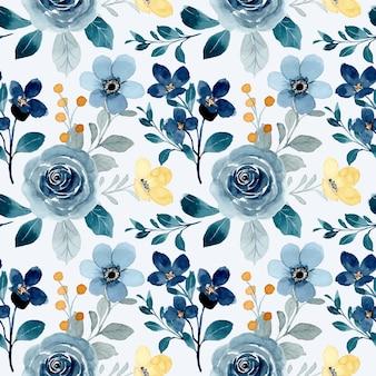 Naadloze patroon van blauwe bloemen en kleine gele bloem met waterverf