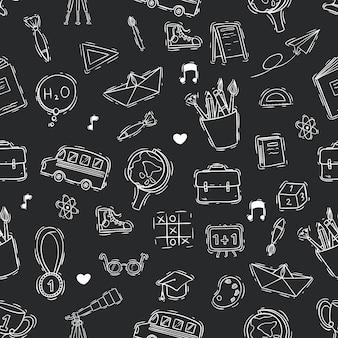 Naadloze patroon van doodle of schets school op blackboard