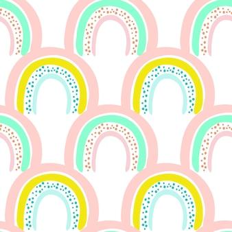 Naadloze patroon van schattige heldere cartoon regenboog met stippen, originele doodle vector tekening