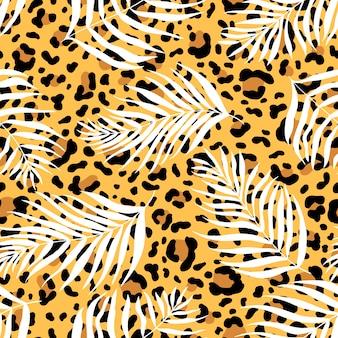 Naadloze patroon van silhouetten palmbladeren dypsis lutescens op de achtergrond van een luipaardvel.