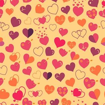 Naadloze patroon van verschillende eenvoudige rode harten op gele achtergrond. plat ontwerp