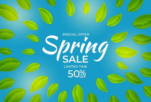 Natuurlijk licht lente verkoop poster banner achtergrond met groene zonnige bladeren.