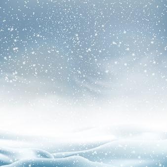 Natuurlijke winter christmas achtergrond met blauwe lucht, zware sneeuwval, sneeuwvlokken in verschillende vormen en vormen, sneeuwlaag. winterlandschap met vallende kerst glanzende mooie sneeuw.