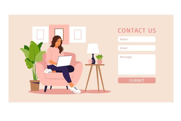 Neem contact met ons op formuliersjabloon voor web- en bestemmingspagina. freelancer meisje thuis werken op laptop. online klantenondersteuning, helpdeskconcept en callcenter. in flat.