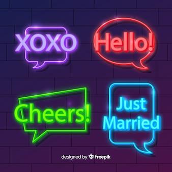 Neon chat bubbels met verschillende uitdrukkingen