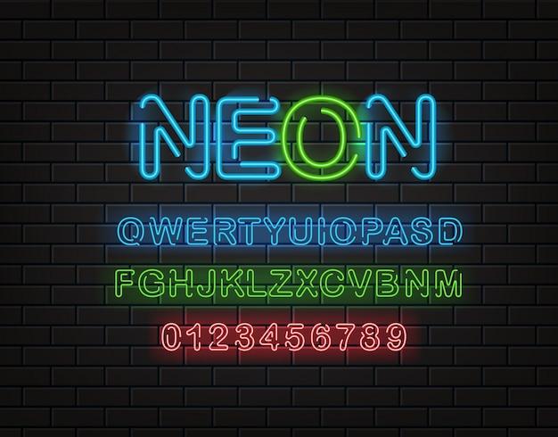 Neon lettertype clipart, latijnse alfabet en cijfers op een bakstenen muur