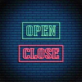 Neon open en gesloten tekst gloeiend helder uithangbord in rechthoekige frames.