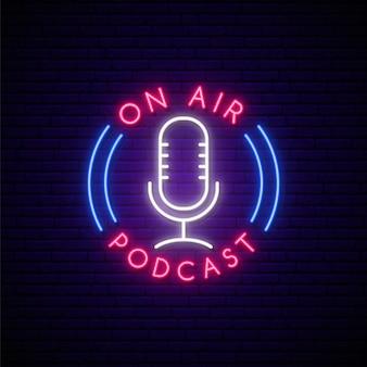 Neon podcast teken.